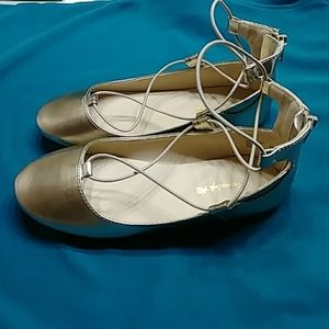 American Eagle By Payless Shoes - AMERICAN EAGLE GOLD GIRL SHOES SIZE 3
